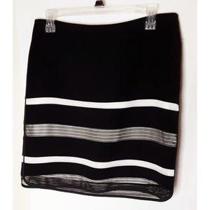 White House Black Market Blk/Wt Skirt Netting Sz 4
